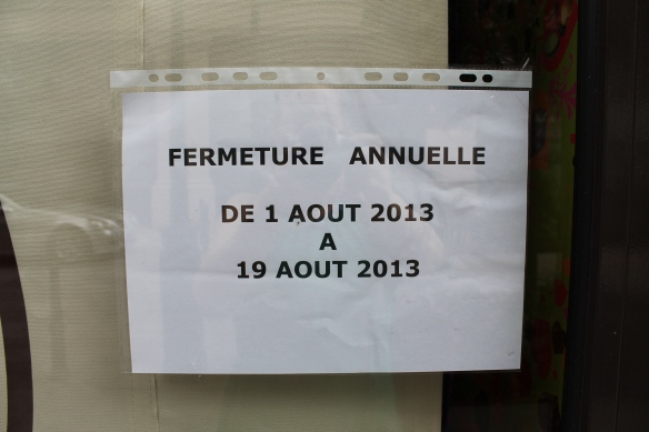 Neuilly August closed signs 2013 025