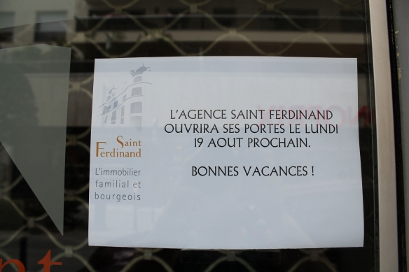Neuilly August closed signs 2013 028