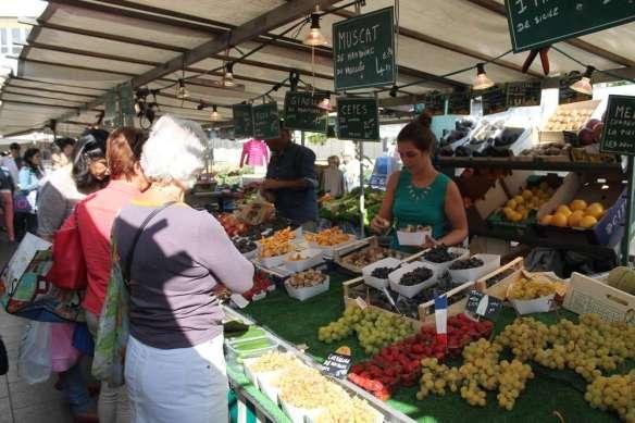 Sept 14, 2014 Neuilly market Sunday 049