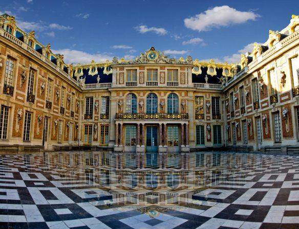 chateau-versailles-cour-royale-de-marbre