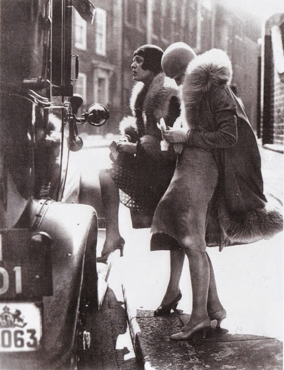 Street fashion, ca. 1920s (berlin